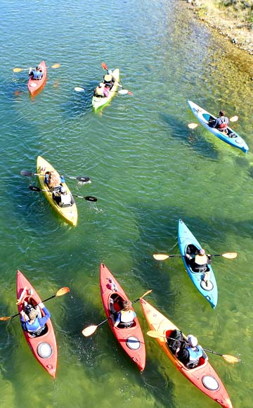 columbia-river-paddle-kayakers
